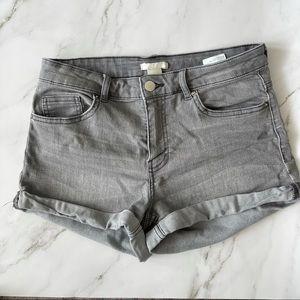 H&M women's grey mid-rise stretch jean shorts 6